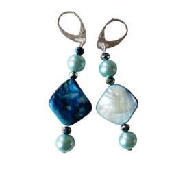 Parelmoer met blauwe parel en kristal
