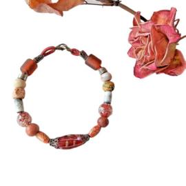 Armband van glas, hout en keramiek (21,5 cm lang)