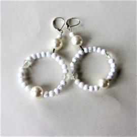 Witte glaskraaltjes met parelkralen