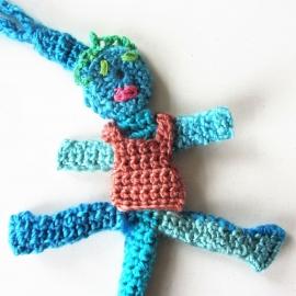 Blauw speenkoord met vrouwtje met schort en een houten clip