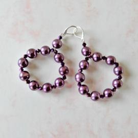 Oorbellen met lila parels van acryl (superlicht en 7 cm lang)