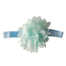 Mintblauwe bloem voile aan een blauwe band van elastiek