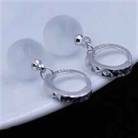 Zilveren oorringen met maansteen hanger