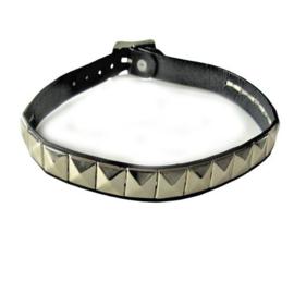 Leren halsband met metalen noppen en gesp-sluiting (33 - 37 cm lang)