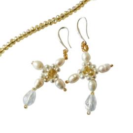 Ketting + oorbellen van goudkleurig kristal met witte zoetwaterparels en sterling zilver (48 cm lang)