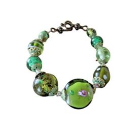 Armband van groen Murano-glas en bronzen eindkapjes (21 cm lang)