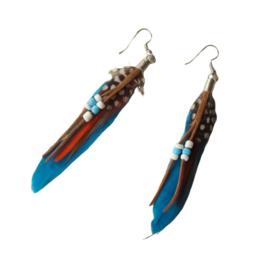 Blauwe veren met kraaltjes (ongeveer 8 cm)