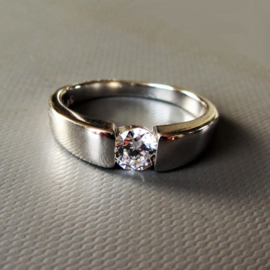 Zilveren ring met een kristal (maat 51 (17) en 54 (18)