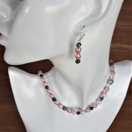 Halsketting + oorbellen van roze en zwarte zoetwaterparels (47 cm lang)