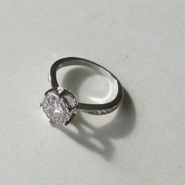 Zilveren ring met kristal in maat 54 (18)  of 56 (19)