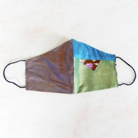 Mondkapje van ruwe zijde-patchwork (double face) met dun zwart elastiek