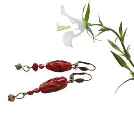Rode oorbellen van Venetiaans glas en zoetwaterparels (6,5 cm lang)