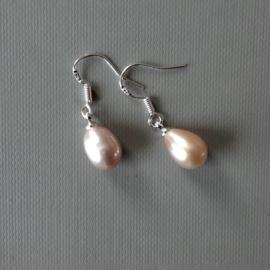 Grijs-roze zoetwaterparel aan zilveren haakjes