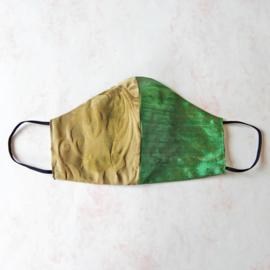 Groene ruwe zijde/goud mondkapje (double face) met zwart elastiek