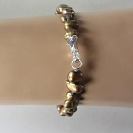 Armband van goud-groene zoetwaterparels (18,5 cm)