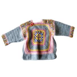 Grijze trui met granny squares in maat 74