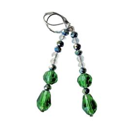 Grote en kleine kristallen in groen