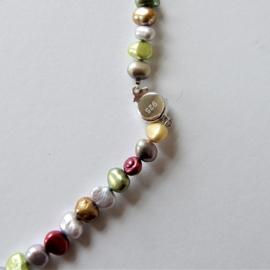 Halsketting van verschillende kleuren zoetwaterparels met een slot van sterling zilver (46 cm)