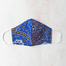 Blauw bewerkt mondkapje (double face) met wit elastiek