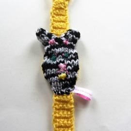 Geel speenkoord met hondenkopje (lengte 34 cm) en houten clip