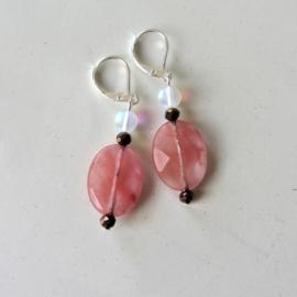 Roze glaskraal met maansteen en kristal