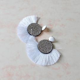Grote witte oorbellen met flonkers en kwastjes (7,5 cm lang en breed)