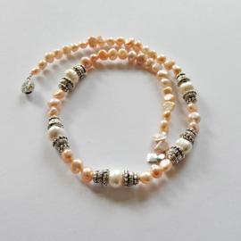 Ketting + armband van witte en roze zoetwaterparels en Indiaas zilver met een slot van sterling zilver (44 cm en 19 cm lang)
