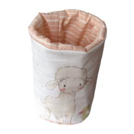 Hoge smalle mand met schaapje en kuikentje voor commode hoogte 20 cm  en wijdte is 45 cm