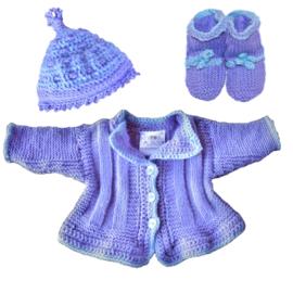 Jasje + mutsje + sokjes in lila met lichtblauw randje (maat 62-68)