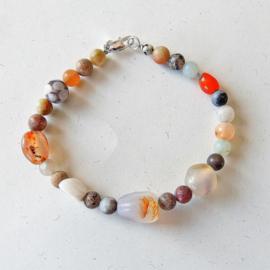 Armband van allerlei stenen (20 cm lang)