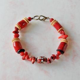 Armband van bamboekoraal, oud koraal, been en glas (20 cm lang)