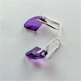 Oostenrijks kristal in paars aan verzilverde haken
