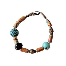 Lichtbruin suède armband met hout, fimoklei en brons (20 cm lang)
