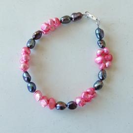 Grote zwarte zoetwaterparels met kleine roze (18 cm lang)