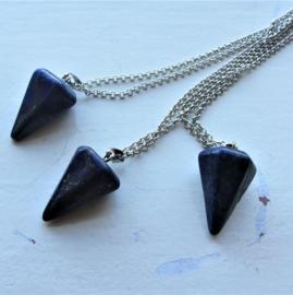 Lapis lazuli kegel aan een zilverkleurige ketting
