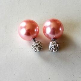 Double dots oorbellen / roze parel met zilverkleurige strass
