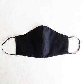 Zwart mondkapje van cool wool (double face) en zwart elastiek