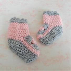 Gehaakte sokjes in roze met grijs (maat 62-68)