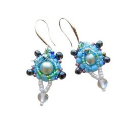 Blauwe en zwarte glaskralen met kristal en maansteen