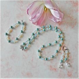 Ketting + armband + oorbellen van blauwe parelkralen met opaal en kristal