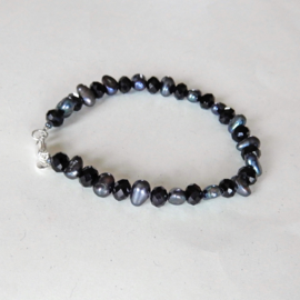 Zwarte parels met kristal (18 cm)