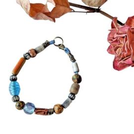 Armband van glas, hout en keramiek (19,5 cm lang)