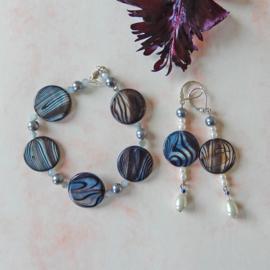 Armband + oorbellen van grijze parelmoer met kristal (19,5 cm)