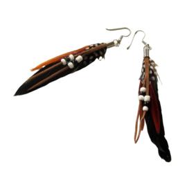 Zwarte  veren met kraaltjes (ongeveer 8 cm)