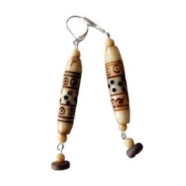 Bewerkte benen kraal met hanger