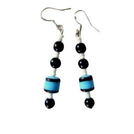 Blauwe glaskraal met onyx