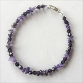 Armband van amethist en violet glaskralen (20,5 cm)