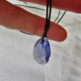 Lila kristal een koord