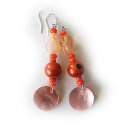 Oranje glas met hanger van parelmoer