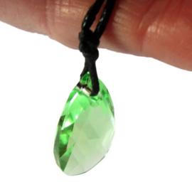 Groen kristal aan een koord